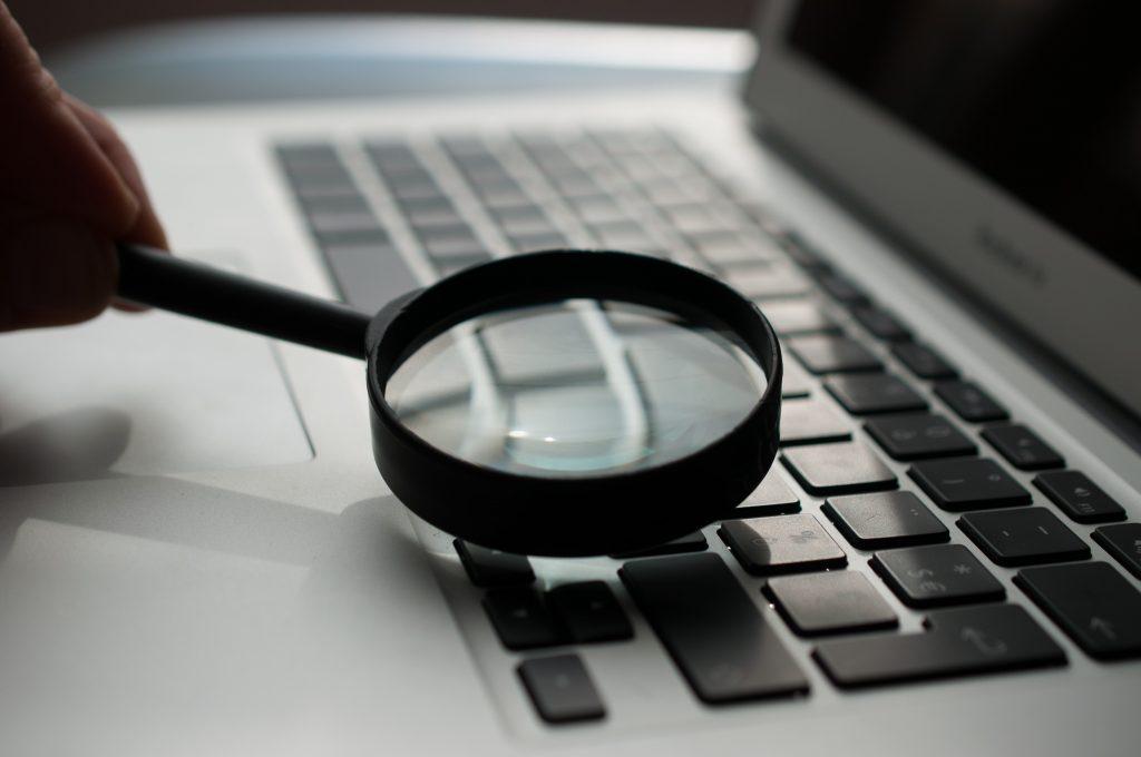 Inspecting laptop keyboard